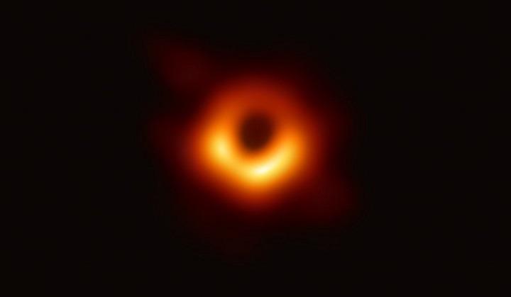 Η φωτογράφηση μιας μαύρης τρύπας το σημαντικότερο επιστημονικό επίτευγμα του 2019