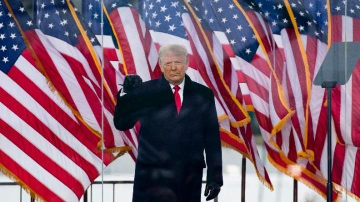 Δημοσκόπηση Reuters: Η πλειοψηφία των Αμερικανών επιθυμεί την άμεση αποπομπή του Τραμπ