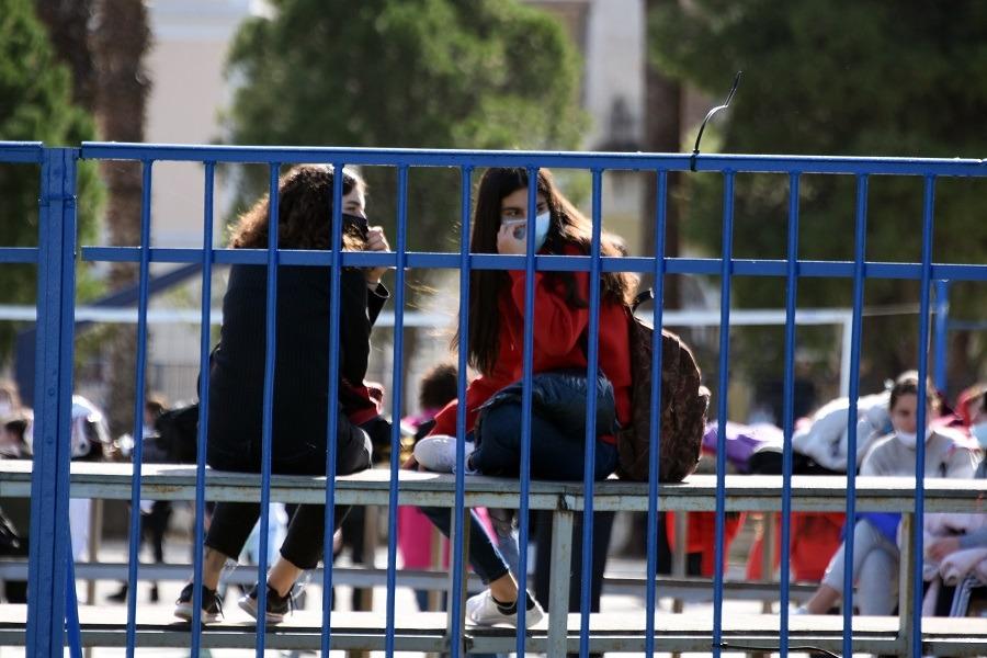 Στις 12 Απριλίου επιστρέφουν στα θρανία οι μαθητές Λυκείου