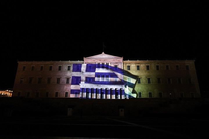 Mορφές και σκηνές της Ελληνικής Επανάστασης στην πρόσοψη της Βουλής