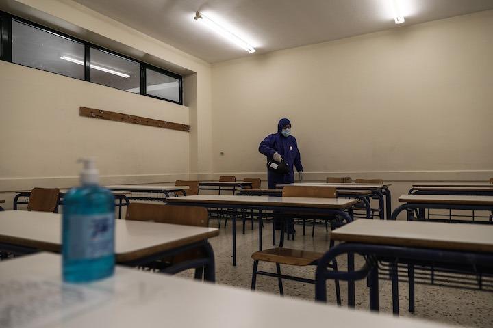 Ένταση έξω από σχολείο όταν δεν επιτράπηκε η είσοδος σε μαθητή που δεν υποβλήθηκε σε self test