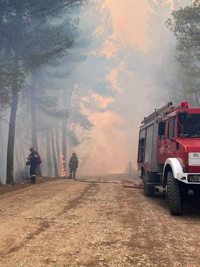 Έως τις Κυκλάδες και την Ικαρία έφθασε ο καπνός από τη δασική πυρκαγιά στην Κορινθία