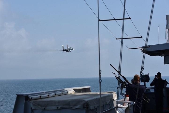 Ρωσικά μαχητικά παρενόχλησαν ολλανδική φρεγάτα στη Μαύρη Θάλασσα (φωτο)