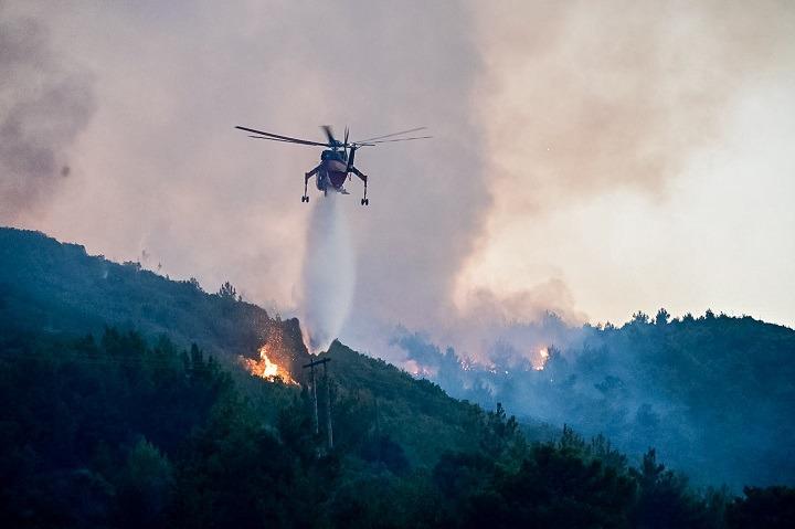 Σάμος: Μάχη για την κατάσβεση της πυρκαγιάς. Στο νησί ο αρχηγός της πυροσβεστικής