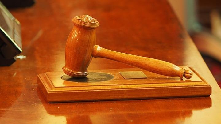 Επίθεση στον σταθμάρχη: Υπό κράτηση οι δύο ανήλικοι, μέχρι την απολογία τους στον ανακριτή