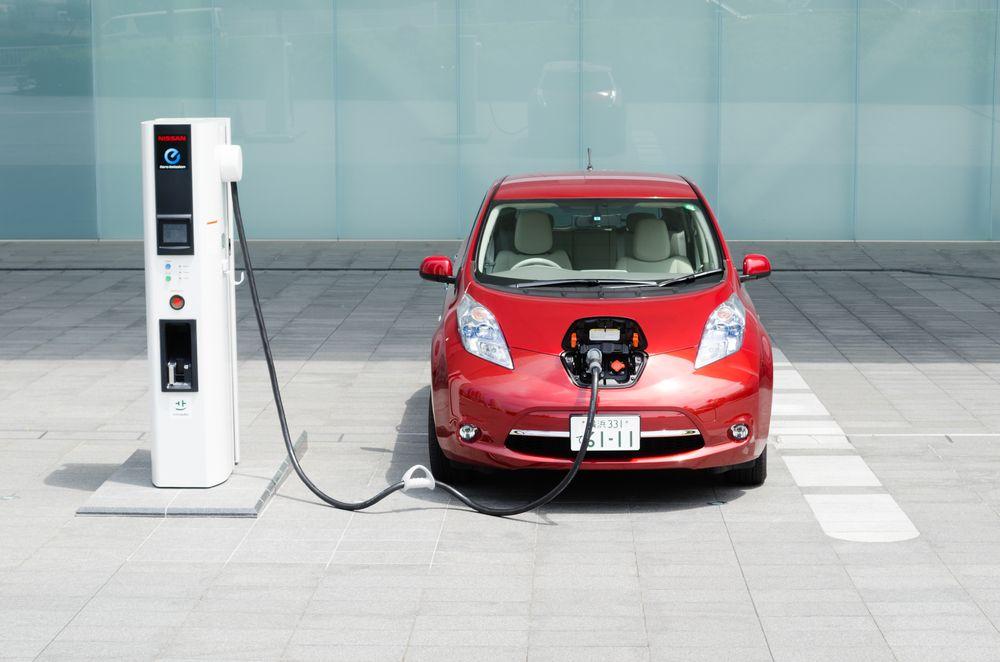 Η αλλαγή προς τα ηλεκτρικά αυτοκίνητα θέτει σε κίνδυνο 75.000 θέσεις  εργασίας ... 996ec849da8
